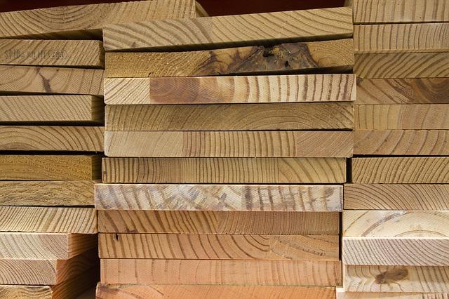 מחסן עצים בקריית עקרון
